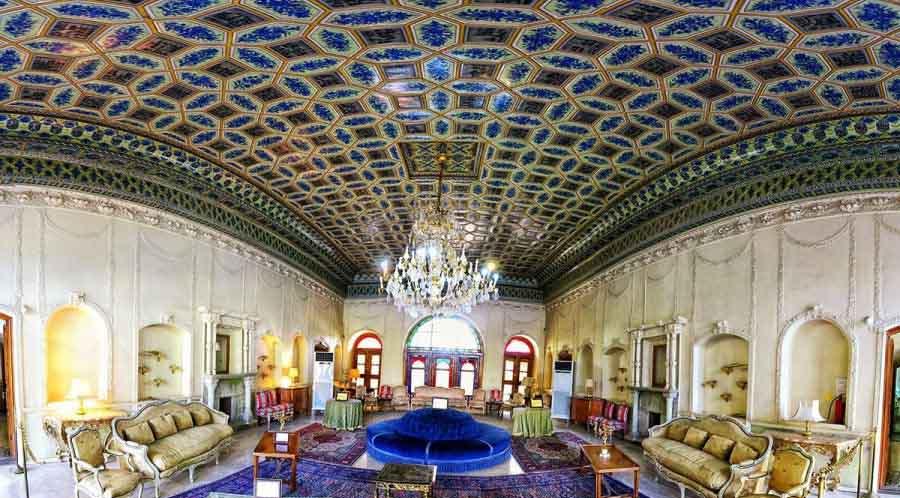 موزه باغ عفیف آباد